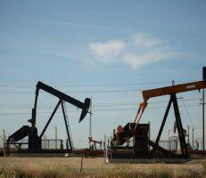 النفط يهبط ويتجه لأكبر خسارة أسبوعية في شهور