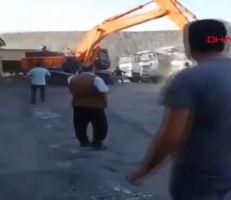 عامل تركي ينتقم بطريقة قاسية من رب عمله (فيديو)