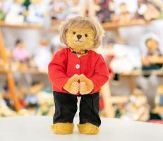 شركة ألمانية تصنع دفعة من دمى الدببة في شكل المستشارة أنغيلا ميركل