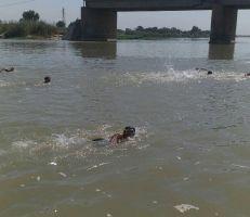 نهر الفرات يحتضن ثلاثين سباحاً شاركوا في بطولة محافظة دير الزور